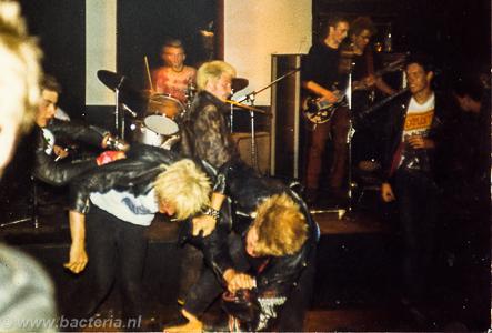 1983-06-18 Puinhoop - De Buze, Steenwijk 02